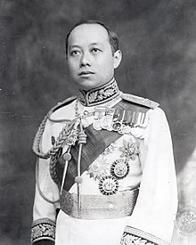 King Vajiravudh (Rama VI) of Siam uncropped.jpg