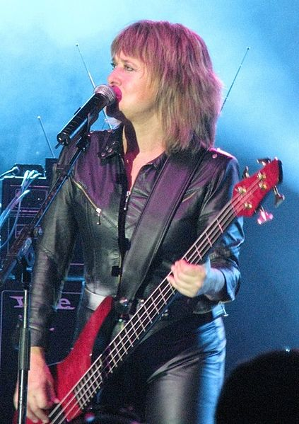 File:Suzi Quatro plays a bass guitar while she sings at AIS Arena.jpg