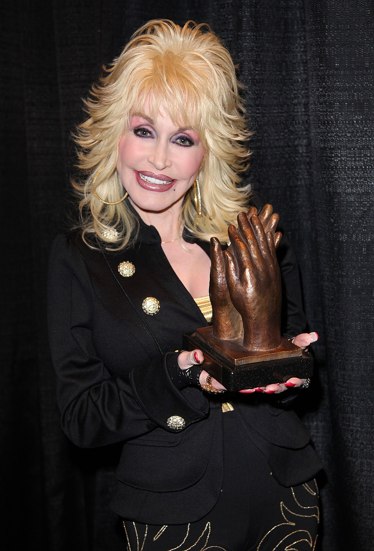 Dolly Parton encourages people to keep the faith during