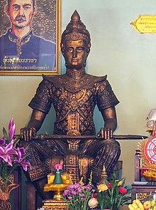 Statue of King Maha Thammaracha.jpg